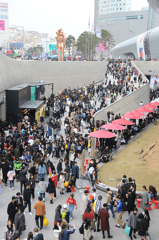 5.+17FW+HERA+SEOUL+FASHION+WEEK+visitors(1)